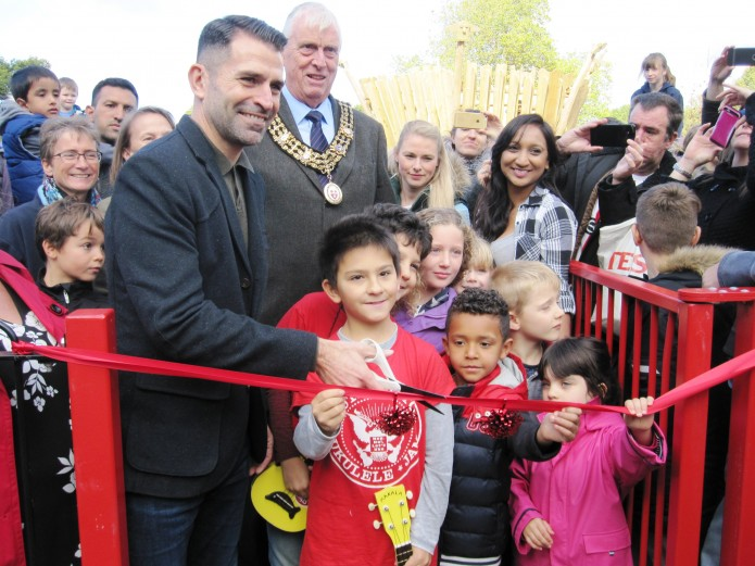 Saints legend open new play area at Southampton Common